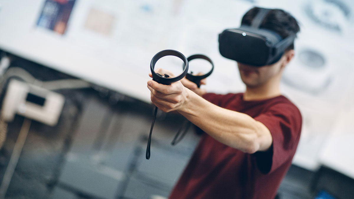 A man wears vr glasses without suffering from vr sickness.
